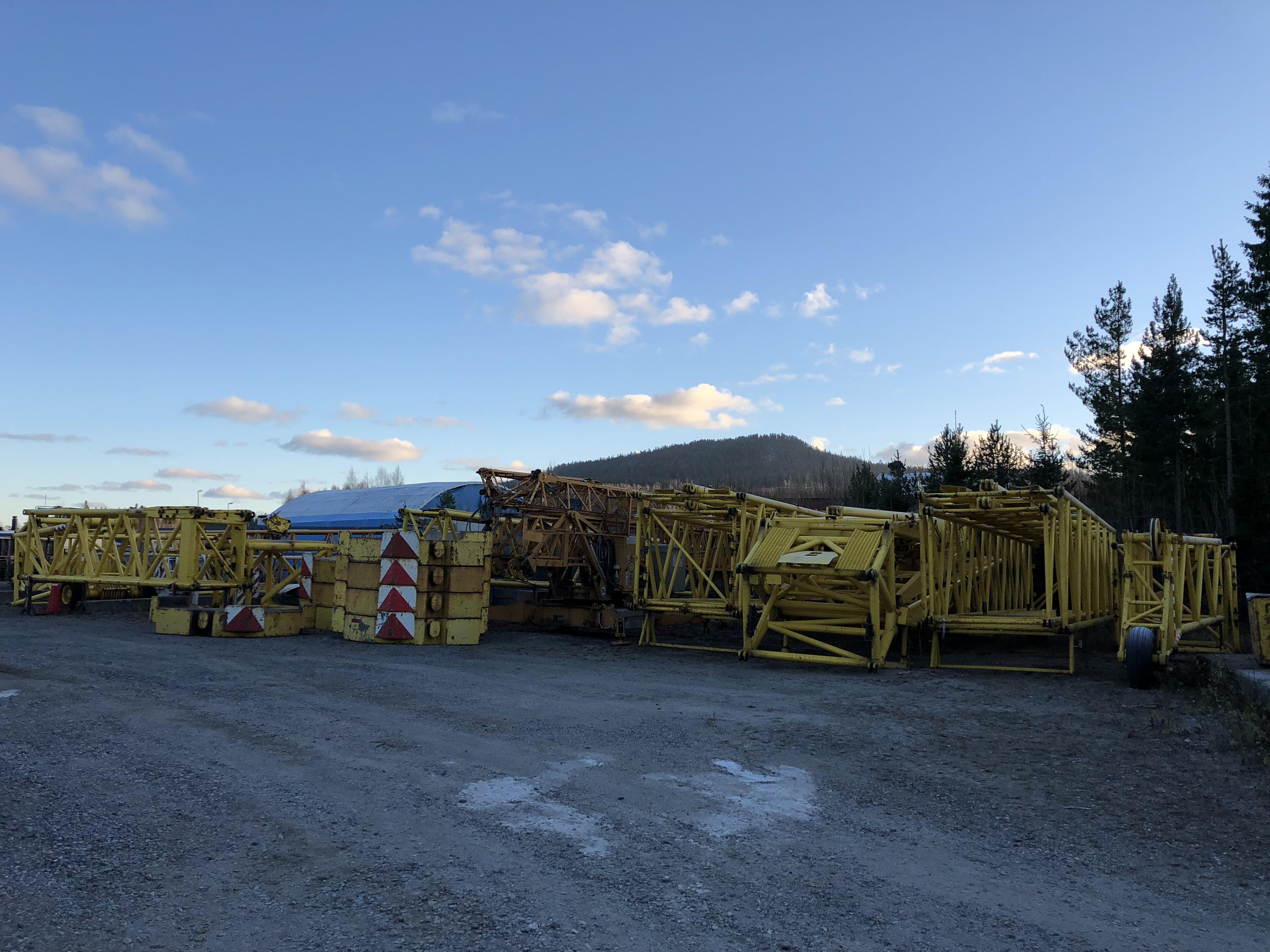 Trading mobile cranes Havator